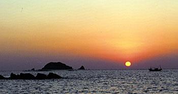 東シナ海に沈む夕日 牛深海中公園 ブルーマリンサービス